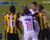 Diez futbolistas detenidos después de una pelea en el clásico uruguayo