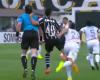 Un empujón al árbitro por la espalda que queda sin castigo