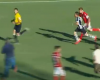 Un árbitro brasileño a la carrera para evitar ser golpeado