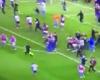 El espectacular sprint del asistente inglés al finalizar el partido