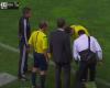 El cuarto árbitro, sin complejos: una roja a los dos minutos