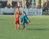 Un portero le da una patada por la espalda al árbitro después de que le anulasen