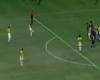 Los buenos reflejos de Neymar y el despiste en el tiro libre