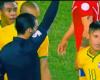 """Amarilla a Neymar por borrar la marca del """"spray"""""""