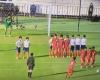 Un equipo escolar de Japón sorprende con este tiro libre