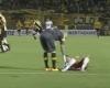 """El """"fair-play"""" obligado por el árbitro evita un gol"""