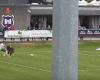 El doble regalo de un portero irlandés que le cuesta un gol