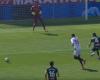 Una revisión de ocasión de gol que acaba en falta y amonestación
