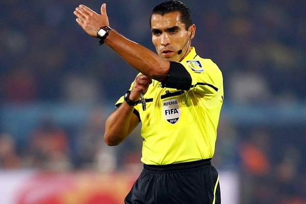Marco Rodríguez igualó a Brych al señalar 38 faltas