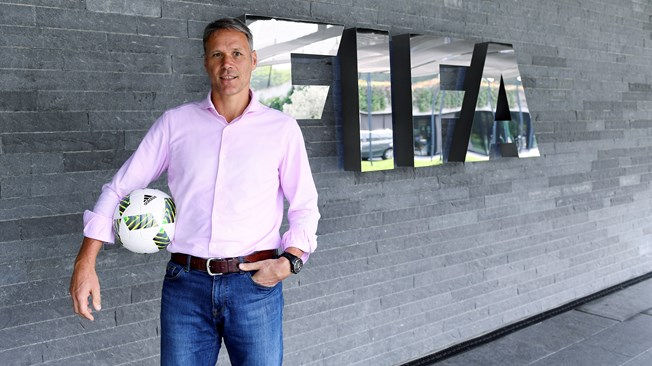Las ideas de Van Basten para mejorar el fútbol