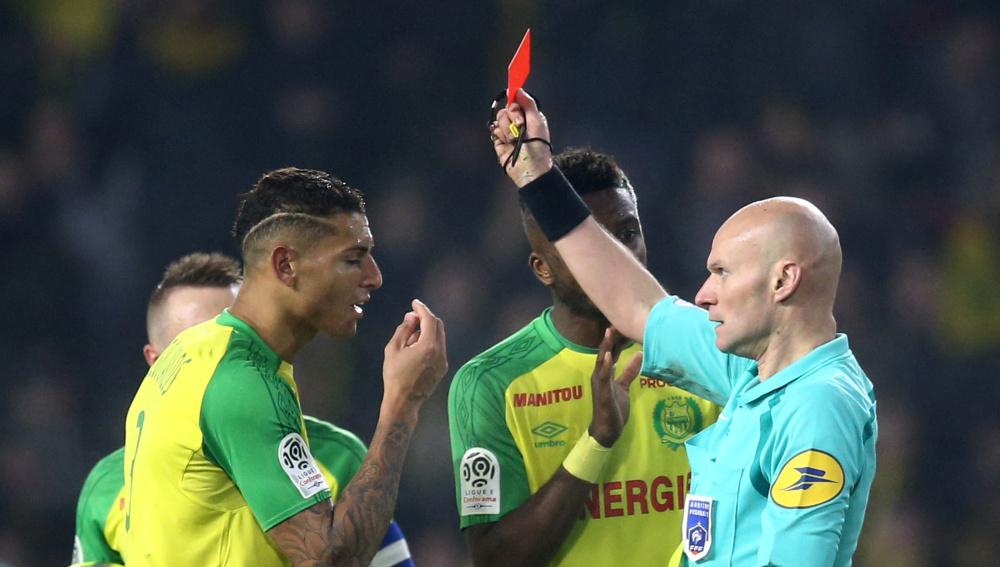 Y el mejor árbitro francés del año es... ¡Tony Chapron!