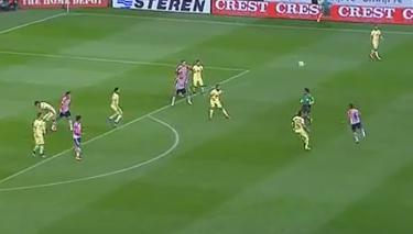El gol anulado a Chivas con un fuera de juego con suspense